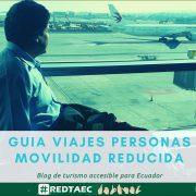 En la foto se ve a una persona con discapacidad viajando de forma accesible en un aeropuerto de la ciudad de Quito